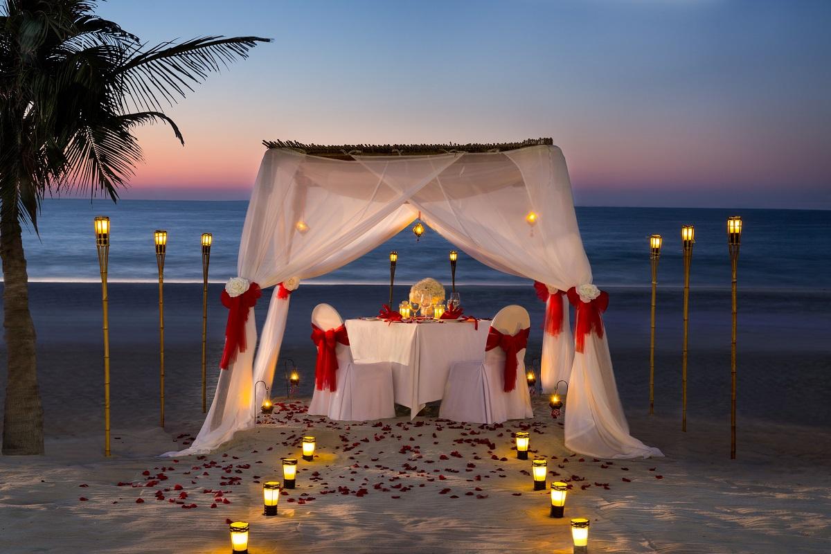 Private Beach Dinner - Zanzi Bar - Kempinski Hotel Ajman