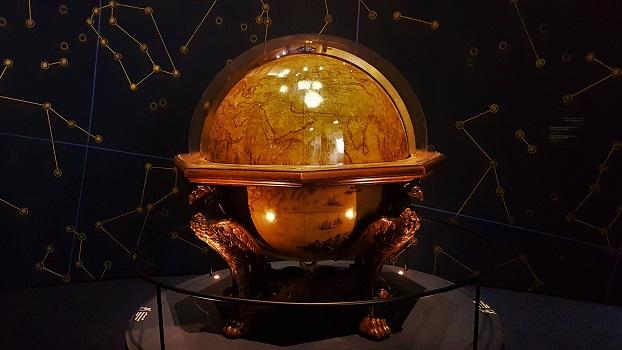 Le Monde En Sphères - Louvre Abu Dhabi
