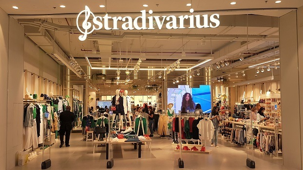 inauguration stradivarius dubai mall