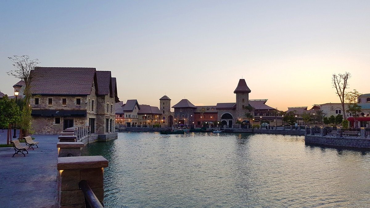 Pascal Tepper - French Village Riverland Dubai Parks & Resorts 03
